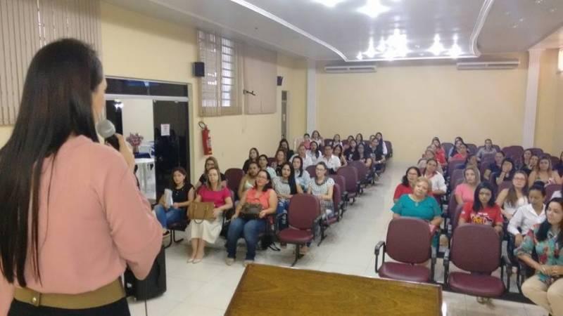 Dia Internacional da Mulher comemorado com café da manhã e palestra pela ACEPP