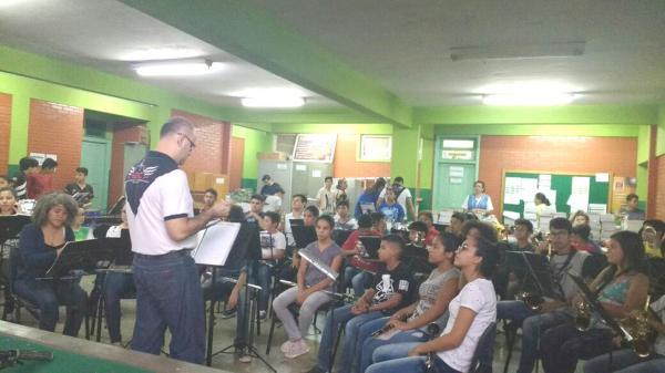 ´Ensaio aberto´ leva musicalidade às escolas em Ponta Porã