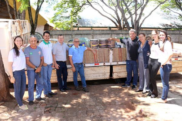 Foram doados materiais de construção e a mão de obra para a reforma de 14 quartos e também um aparelho de televisão para o Lar do Idoso (Asilo da Velhice Desamparada de Dourados)