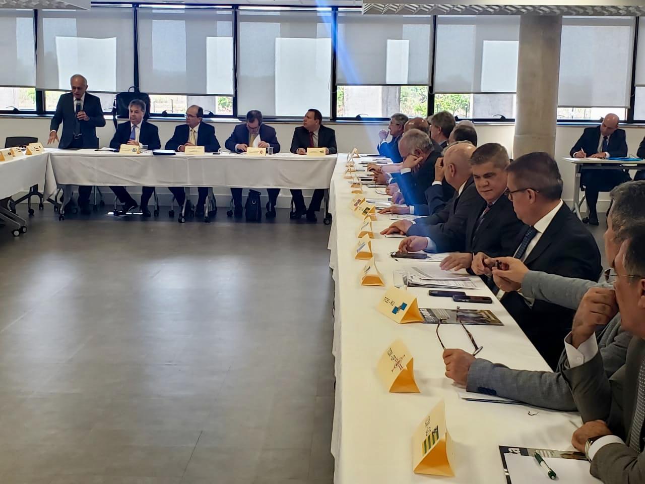 Conselheiro Waldir Neves, juntamente com os conselheiros, Iran Coelho das Neves, corregedor geral, e Marcio Monteiro, participaram, na tarde desta segunda-feira, dia 24 de setembro da Assembleia Geral do Instituto Rui Barbosa