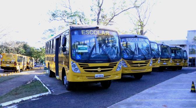 Governo doa ônibus escolares para cidades do interior