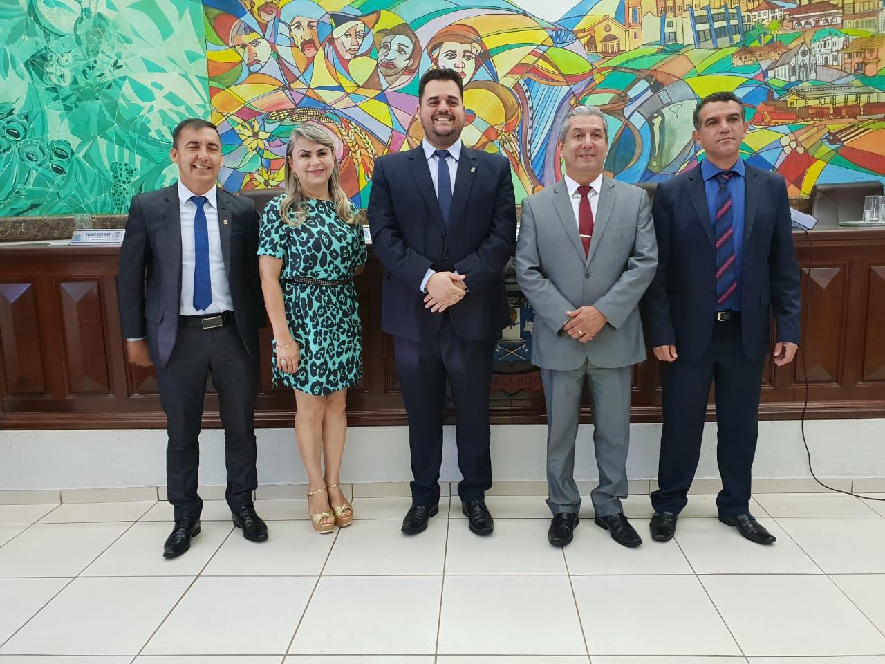 Em votação unânime, Candinho Gabínio é reeleito presidente da Câmara Municipal