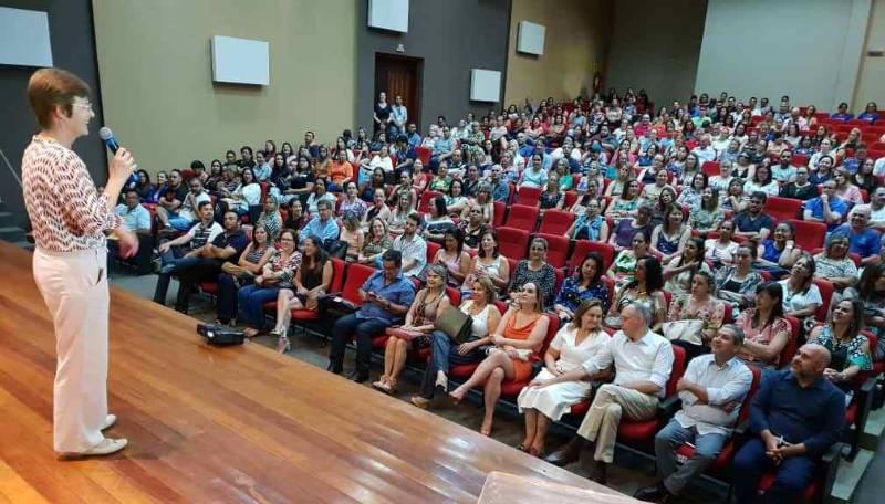 Prefeito Hélio anuncia mais investimentos em Educação na abertura do ano letivo