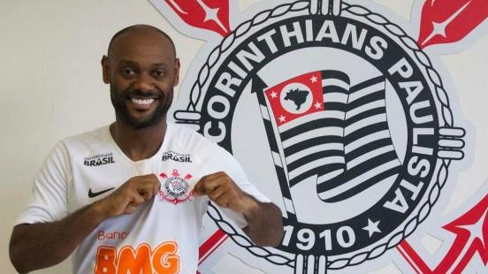 "Flamenguista, Love se declara ao Corinthians: ""Amor de mãe e amor de esposa"""