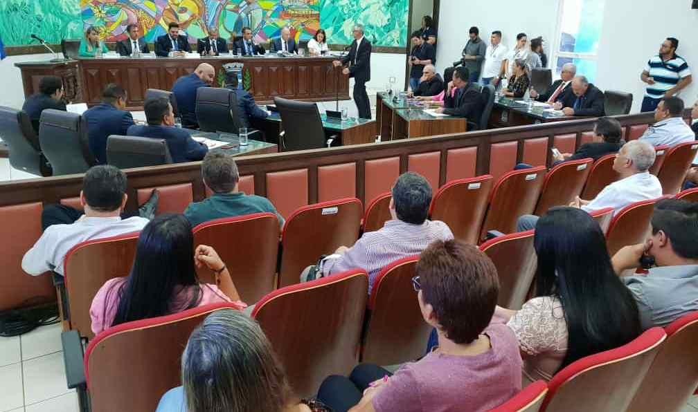 Prefeito Hélio Peluffo leu mensagem na abertura das sessões legislativas