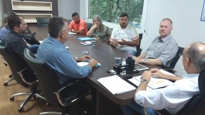 Prefeito Hélio recebe Simted e anuncia reajuste salarial aos professores