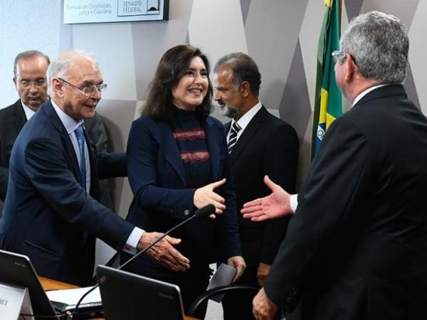 CCJ oficializa senadora Simone Tebet como presidente