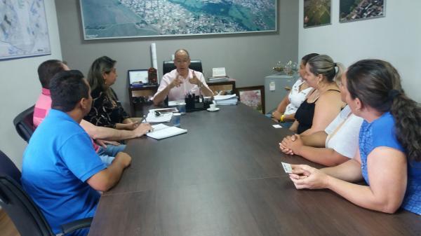 Mães da ´APM Graça de Deus´recebidas em audiência pelo prefeito Hélio Peluffo