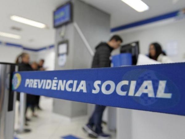 Bolsonaro define idades mínimas de 62 e 65 anos na Previdência