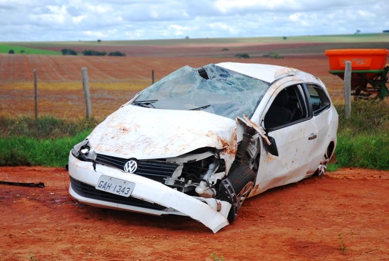 Veículo em que as vítimas estavam capotou na rodovia - Foto: Tiago Apolinário / Da Hora Bataguassu