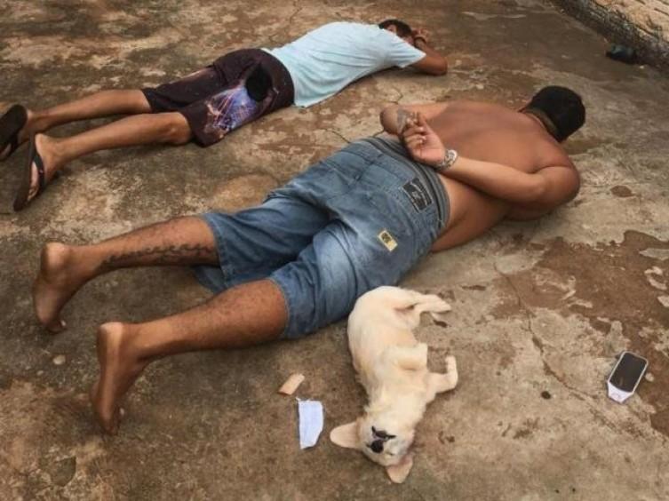 A dupla foi levada até a Delegacia de Polícia Civil de Deodápolis. - Foto: Reprodução/Facebook