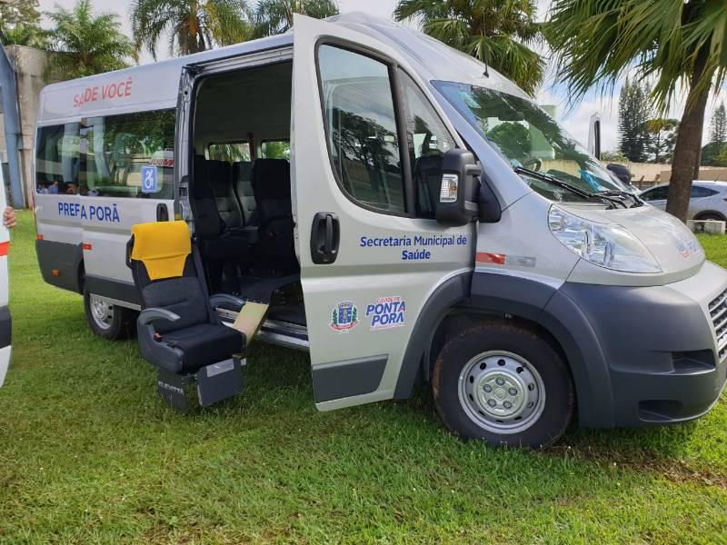 Prefeito Hélio entrega mais duas ambulâncias totalizando cinco neste ano