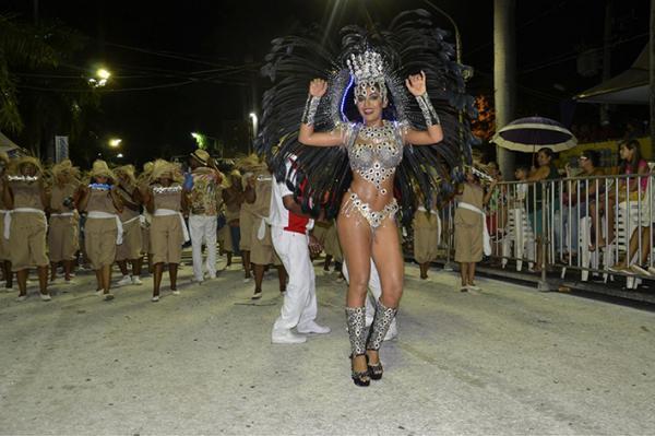 Caprichosos de Corumbá encerrou a noite - Foto: Gisele Ribeiro