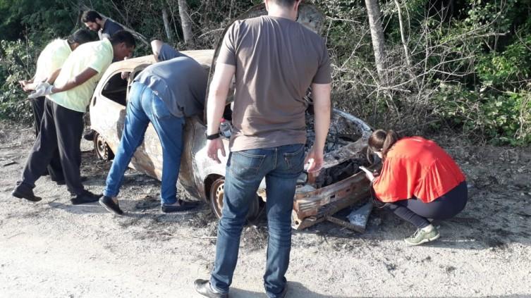Perícia averiguou carro - Foto: Divulgação Polícia Militar