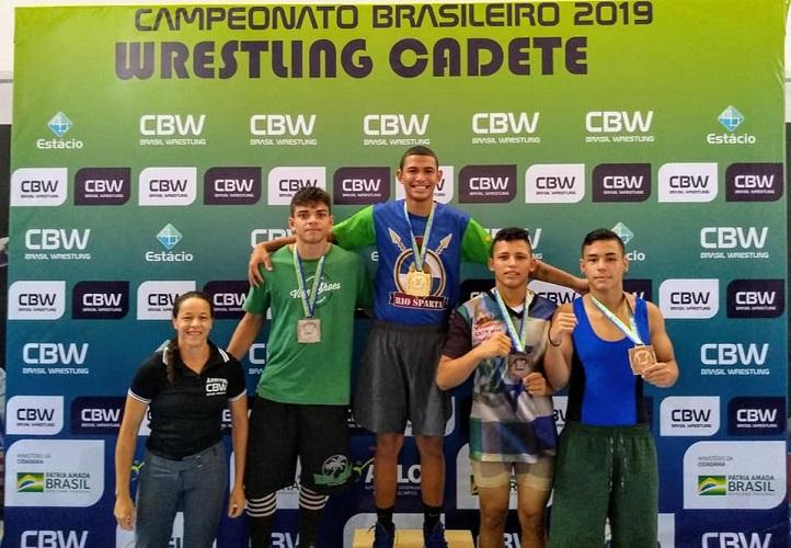 Pedro Silva (camiseta verde) foi vice-campeão do estilo livre na categoria até 71 kg - Foto: Arquivo Pessoal