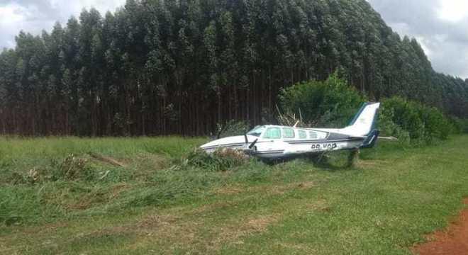 Aeronave ficou danificada após pousar e espalhar parte das drogas na pista - Foto: Divulgação