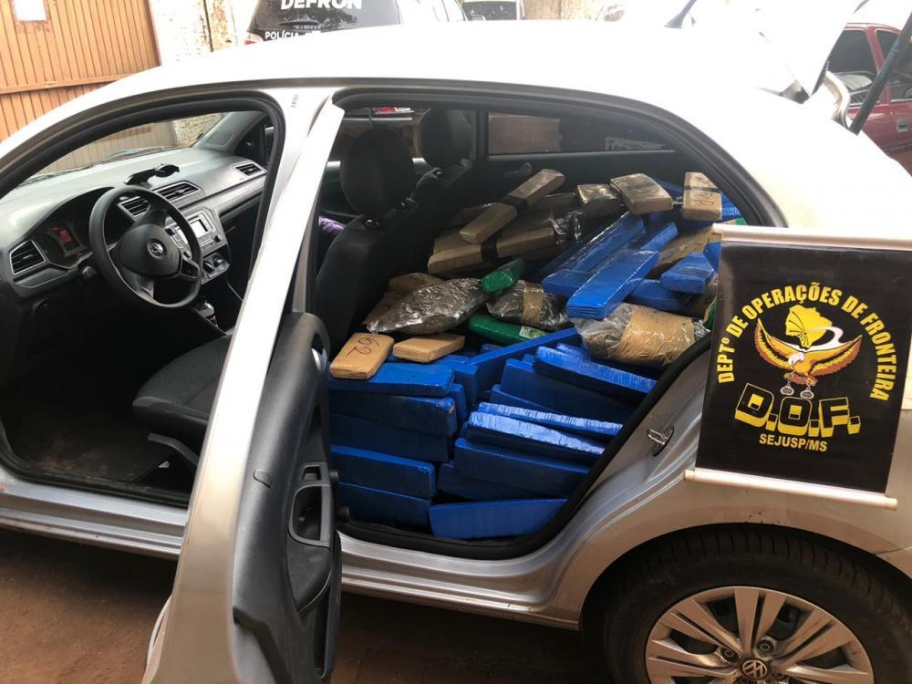 Droga estava no banco traseiro e porta-malas - Foto: Divulgação / DOF