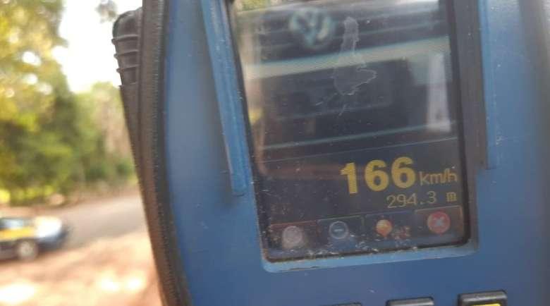Veículo flagrado a 166km/h - Crédito: Divulgação