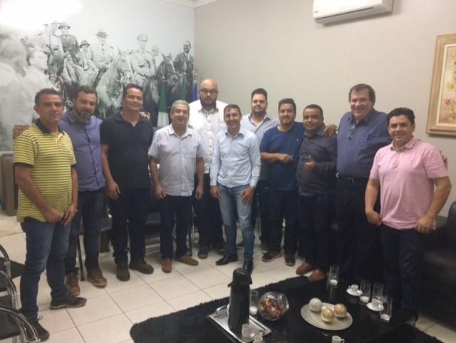 Vereadores receberam diretores do Instituto Acqua, novos administradores do Hospital regional Dr. José de Simone Netto  (Foto: Nivalcir Almeida)