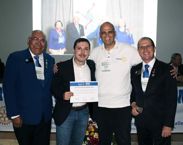 Na cerimonia de entrega, o companheiro Doglas foi representado pelo companheiro Rodrigo Ojeda Saad, que recebeu o certificado das mãos do Presidente Prof. Anderson Vivan