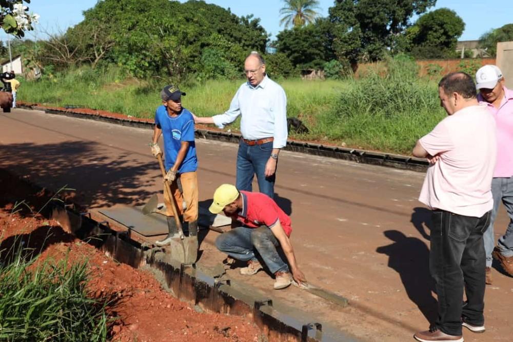 Prefeito Hélio anuncia asfalto em mais 6 bairros