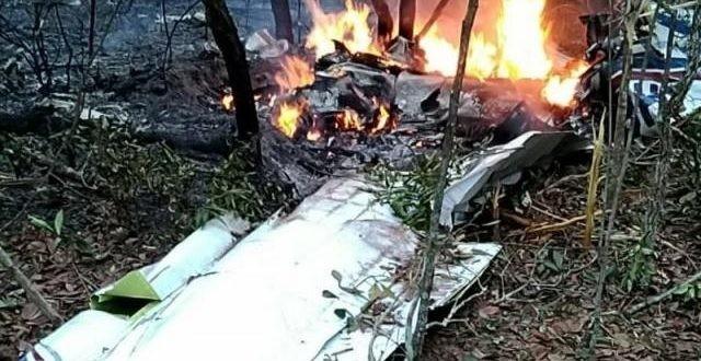 Avião cai durante pouso em Campo Grande e duas pessoas morrem
