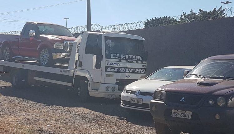 Veículos apreendidos com o suspeito. Foto: Renan Nucci