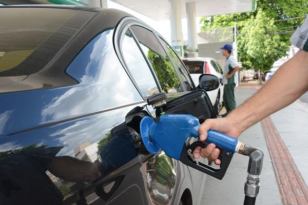 Abastecimento é limitado a 20 litros para carro e oito para moto - Foto: Arquivo / Correio do Estado
