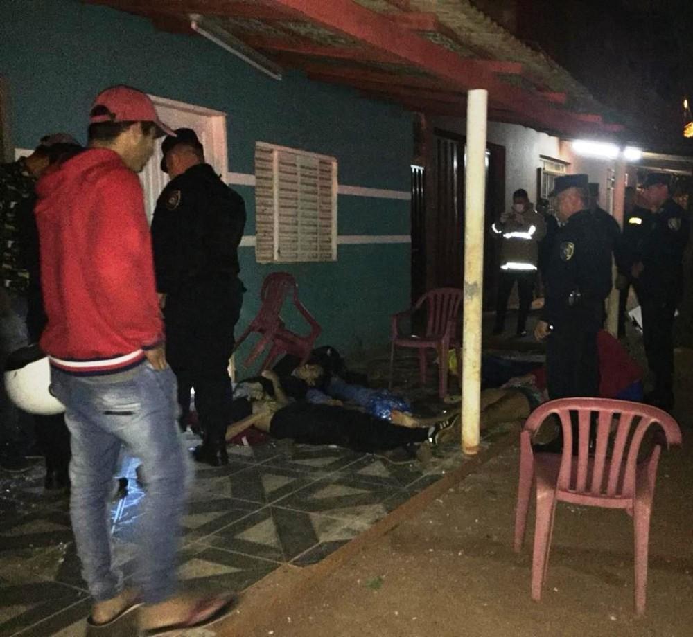 Ataque de pistoleiros deixa seis mortos e uma criança ferida na fronteira