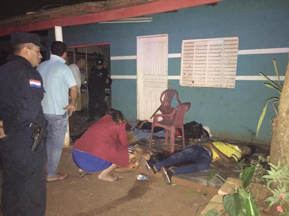 execução das seis vítimas que se encontravam sentadas na varanda da residência