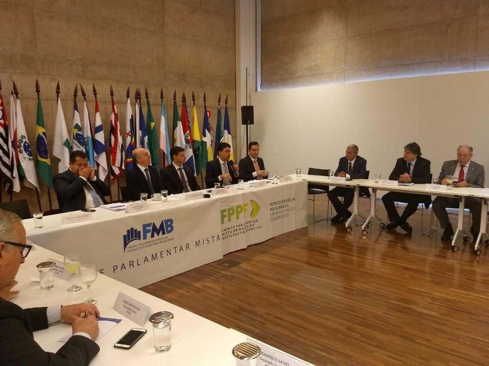 Prefeitos pedem apoio de congressistas em favor de matérias de interesse dos municípios