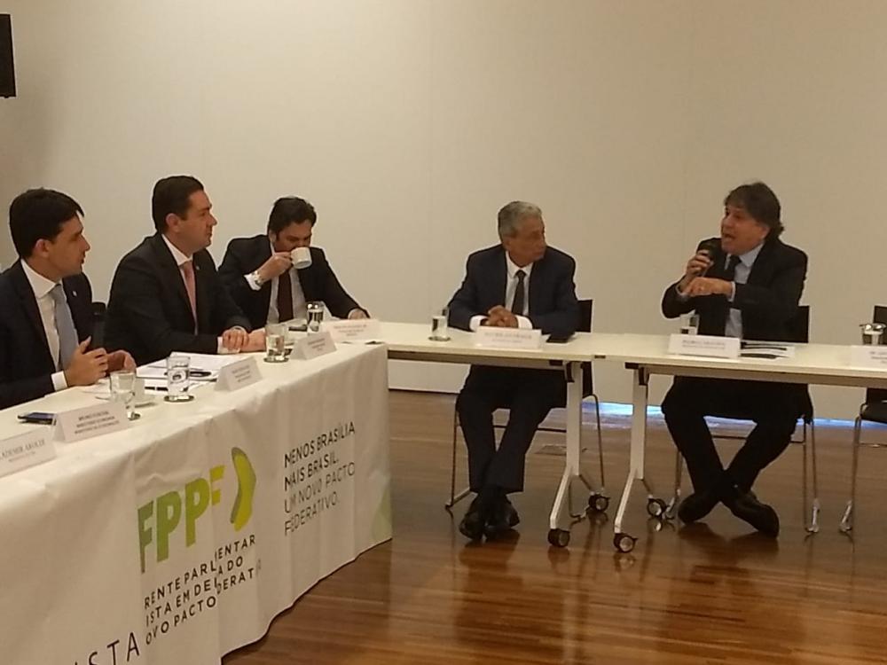 Caravina durante reunião em Brasília (Foto: Flávio Araújo)