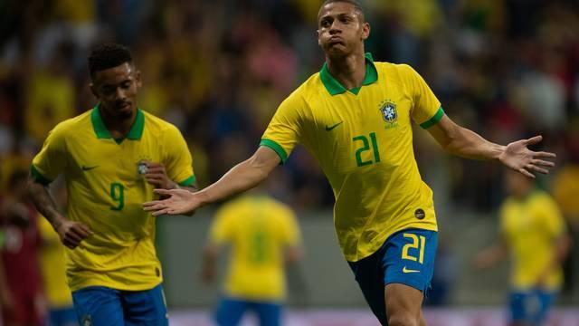 Brasil venceu o Catar por 2x0 e segue para o amistoso no domingo em Porto Alegre - Foto: Reprodução/GloboEsporte