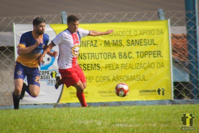Mundo Novo (branco e vermelho) contra Iguatemi (Fotos: Edson Ribeiro)