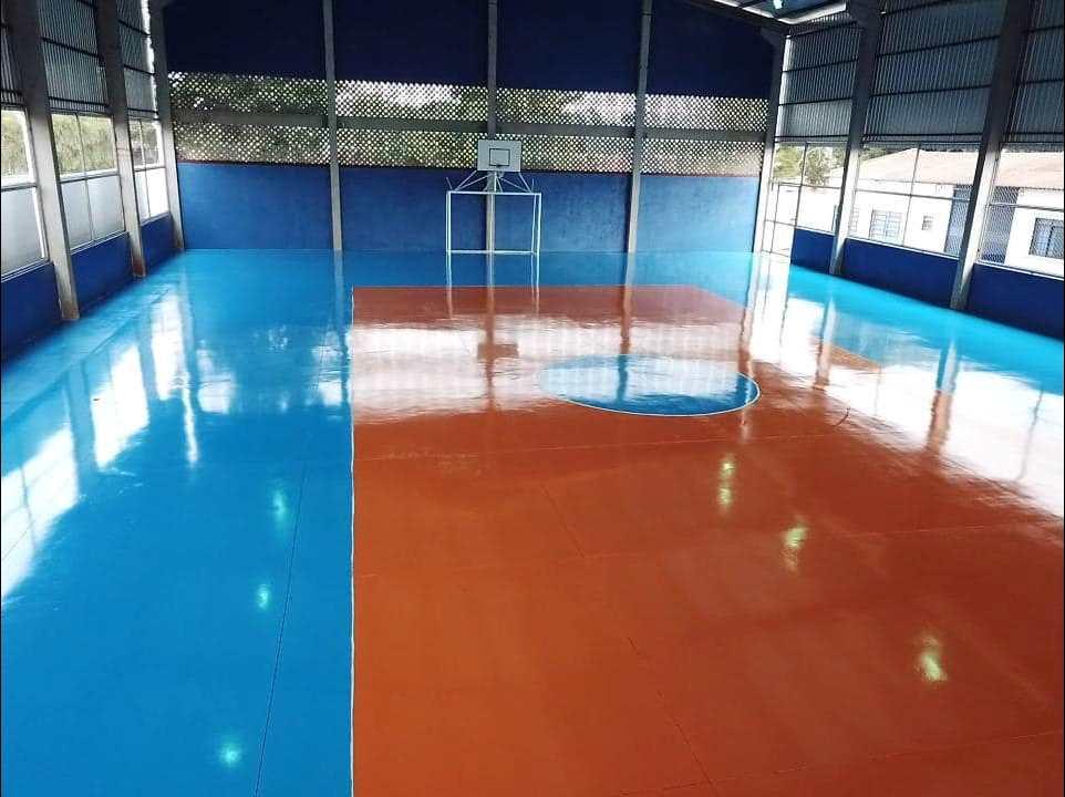 Quadra de esportes garante importante espaço para comunidade escolar