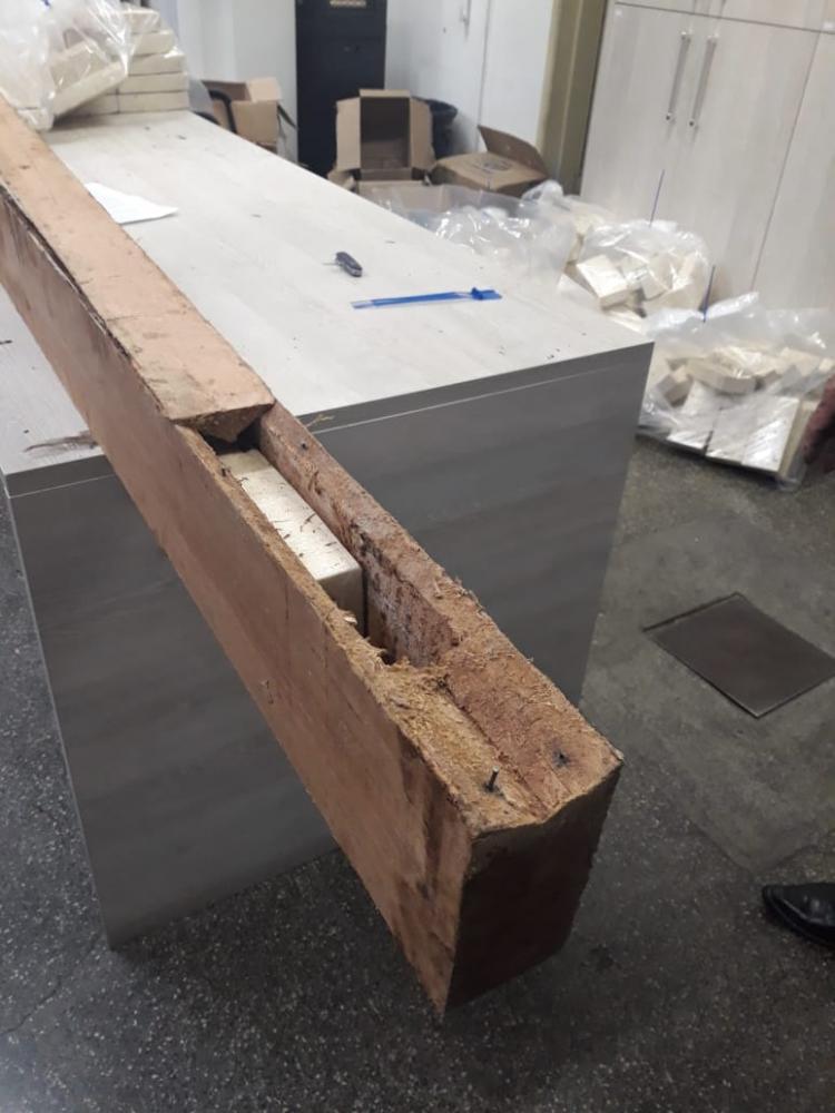 Droga era colocad estrategicamente em espaço vago dentro das vigas de madeira - Foto: Divulgação