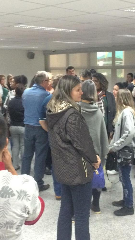 Cerca de 200 professores foram até a Assembleia Legislativa de MS - Foto: Izabela Jornada / Correio do Estado