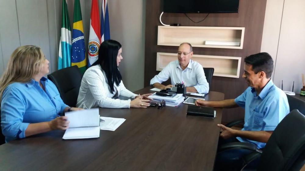 O prefeito Hélio Peluffo Filho recebeu a presidente da ACEPP, Fabricia Dias para celebrar mais uma parceria