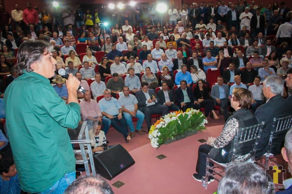 Caravina falou em nome dos prefeitos no evento (Fotos: Edson Ribeiro)