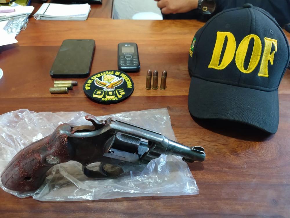 Arma a munições foram apreendidas - Foto: Divulgação / DOF