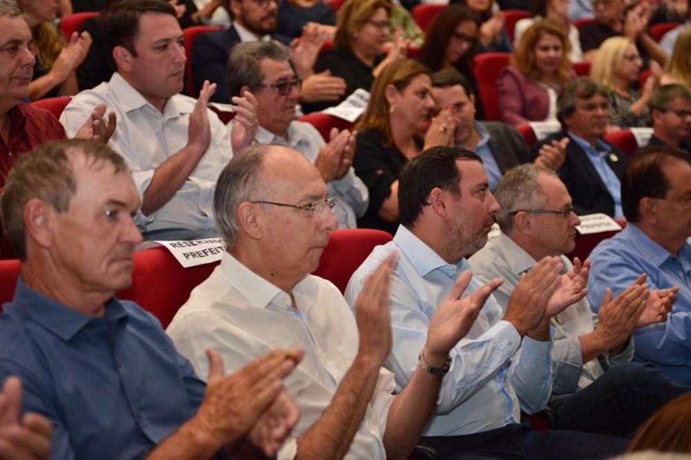 Prefeito Hélio Peluffo participou da assinatura de convênio na área de saúde
