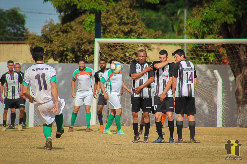 Batayporã (preto e branco) fez 2 a 0 em Rio Negro (Fotos: Edson Ribeiro)