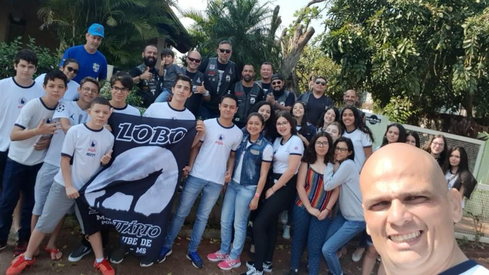 Alunos da MAPPE e Moto Club fazem doação para Asilo Cristão