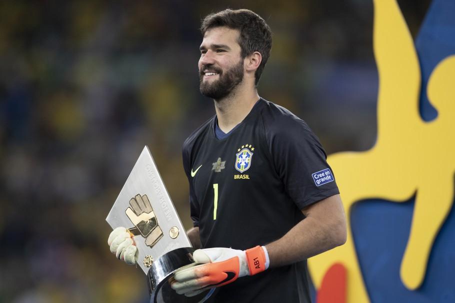 Goleiro Alisson está entre os brasileiros que concorrem ao prêmio - Foto: Foto: Lucas Figueiredo / CBF