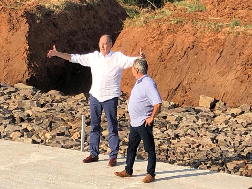 Prefeito Hélio Peluffo vistoriou as obras da travessia de ponte do contorno viário