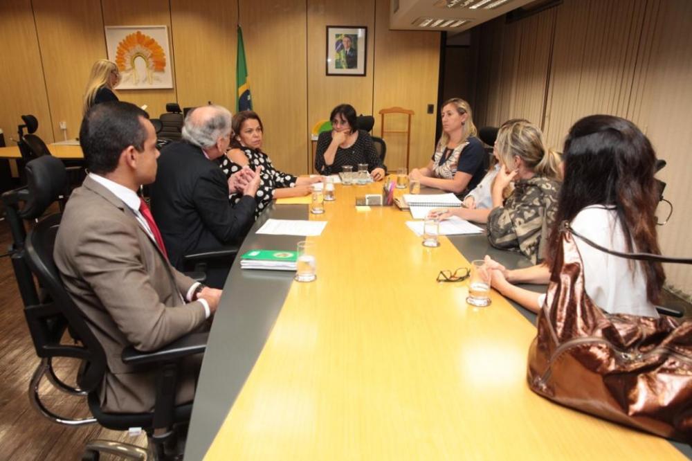 Secretaria de Assistência Social Vera Oliveira em audiência com Ministra DamaresAlvez e deputado federal Luis Ovando