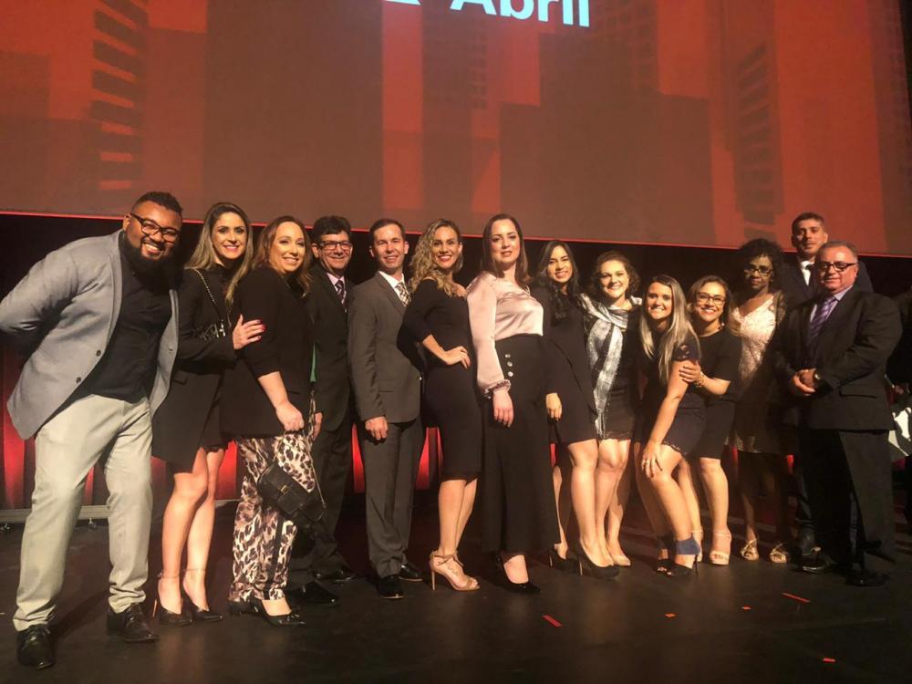 Equipe do Sicredi durante a cerimônia de anúncio das empresas classificadas no ranking (Foto: Divulgação Sicredi)