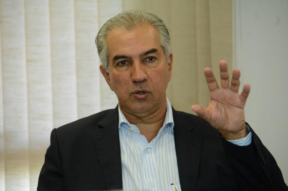 Governador Reinaldo Azambuja durante coletiva nesta segunda-feira - Foto: Bruno Henrique/Correio do Estado