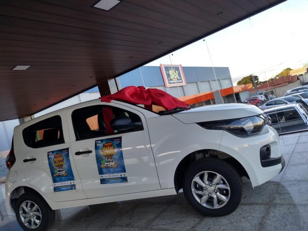 As lojas participantes podem solicitar exposição do primeiro prêmio: um Fiat Mobi 0Km