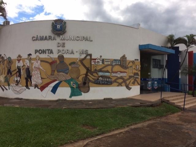Câmara Municipal de Ponta Porã terminou atividades legislativas nesta quarta-feira, após sessão extraordinária que aprovou projeto beneficiando famílias atendidas por programas habitacionais (Foto: Nivalcir Almeida)